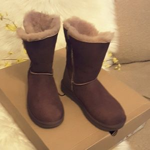 Ugg genuine leather with hook on side boot